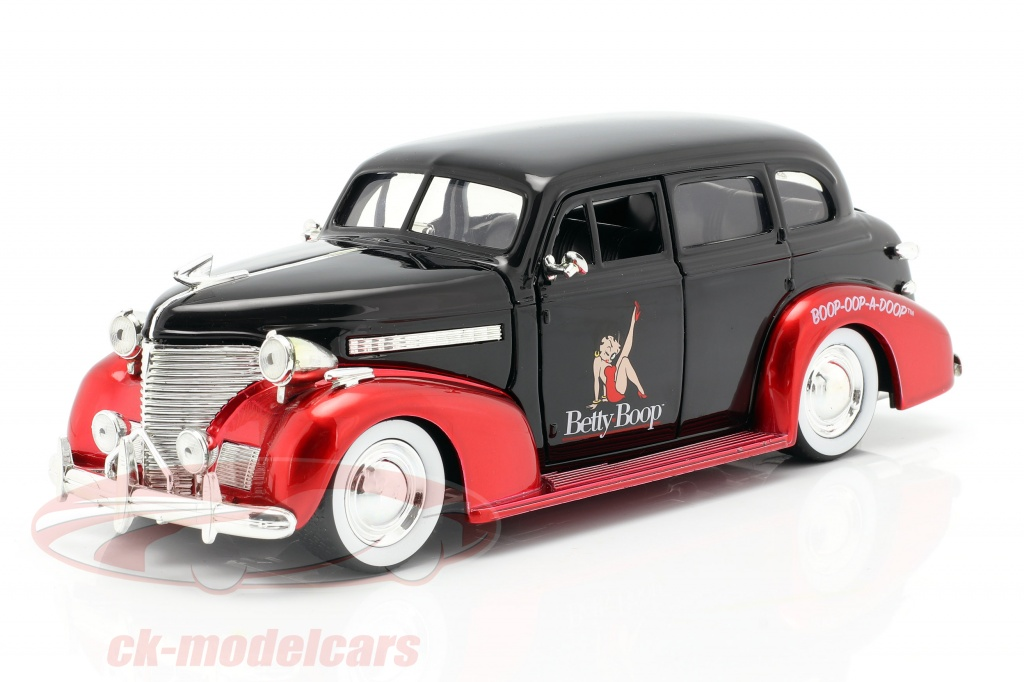 jadatoys-1-24-chevrolet-master-deluxe-1939-met-figuur-betty-boop-zwart-rood-253255016/