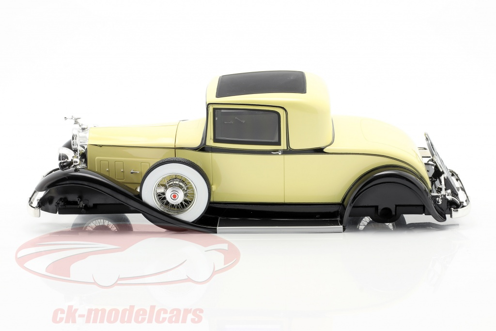 bos-models-1-18-packard-902-standard-eight-coupe-1932-gul-sort-2nd-valg-ck62220-2-wahl/