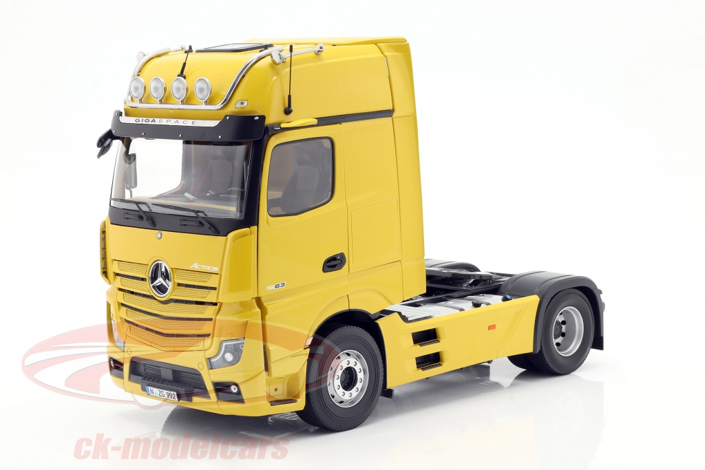 nzg-1-18-mercedes-benz-actros-gigaspace-4x2-szm-facelift-2018-ginstergelb-992-62/