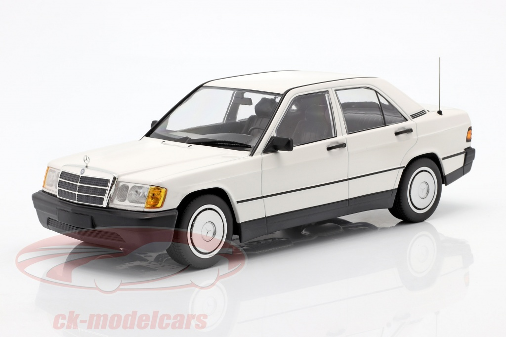 minichamps-1-18-mercedes-benz-190e-w201-baujahr-1982-weiss-155037002/