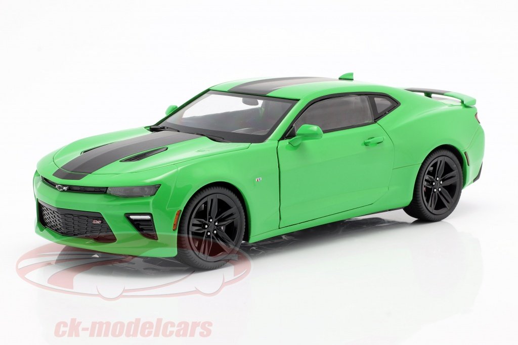 auto-world-1-18-chevrolet-camaro-ss-year-2017-green-black-aw244/