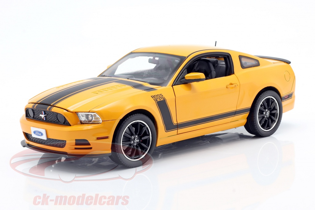 shelby-collectibles-1-18-ford-mustang-boss-302-year-2013-yellow-black-shelby451/