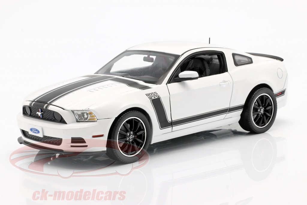 shelby-collectibles-1-18-ford-mustang-boss-302-year-2013-white-black-shelby452/