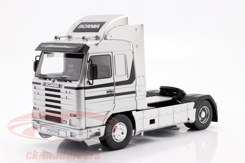 road-kings-1-18-scania-143-streamline-sattelzugmaschine-baujahr-1995-silber-schwarz-rk180103/