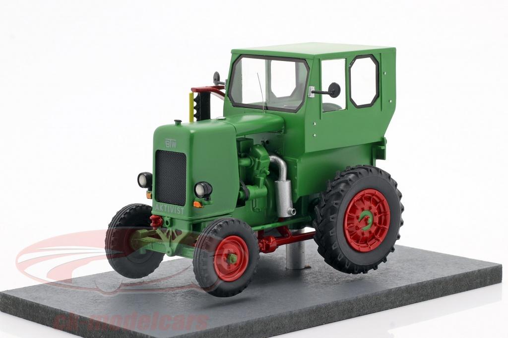 schuco-1-32-ifa-rs-03-aktivist-tractor-bouwjaar-1949-1952-groen-450911000/