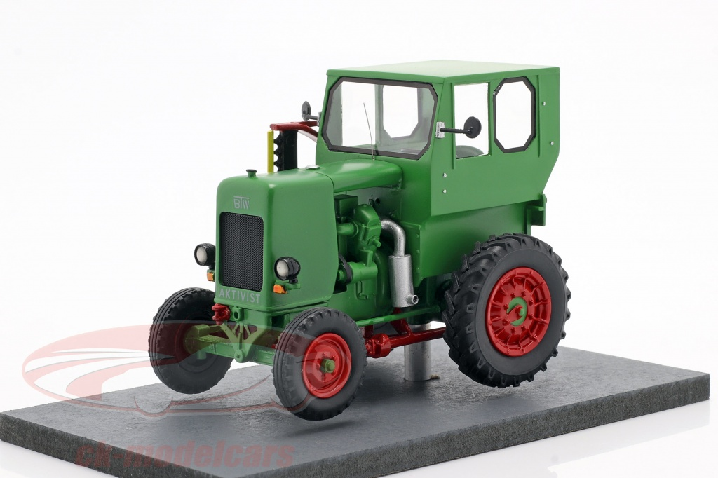 schuco-1-32-ifa-rs-03-aktivist-traktor-bygger-1949-1952-grn-450911000/