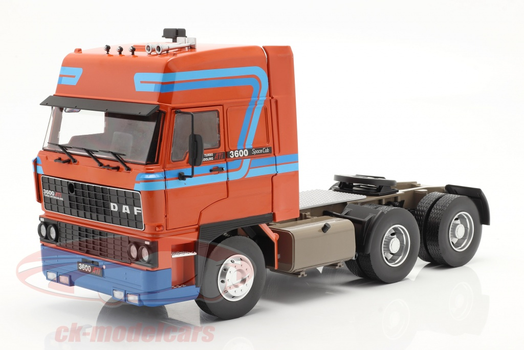 road-kings-1-18-daf-3600-spacecab-un-camion-annee-de-construction-1986-orange-bleu-rk180094/