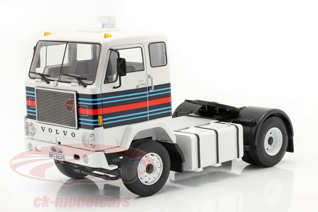 road-kings-1-18-volvo-f88-un-camion-martini-racing-team-1975-blanc-bleu-rouge-rk180065/