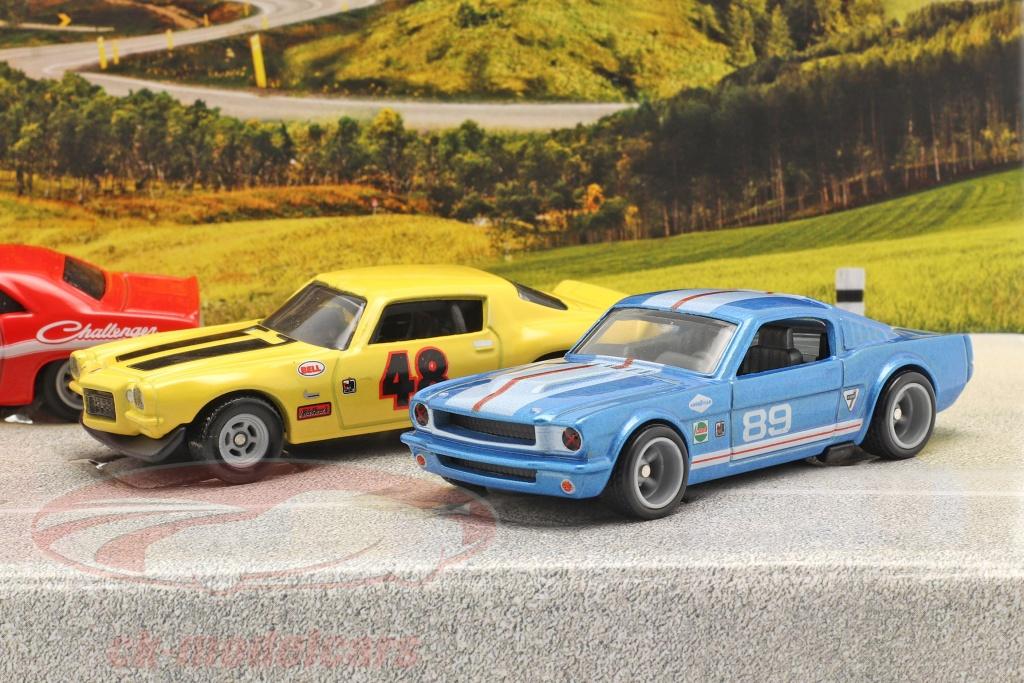 hotwheels-1-64-4-car-set-going-to-the-races-flatbed-lastbil-med-3-race-biler-gmh39-956e-grn83/