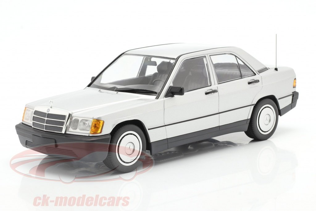 minichamps-1-18-mercedes-benz-190e-baujahr-1982-silber-155037004/