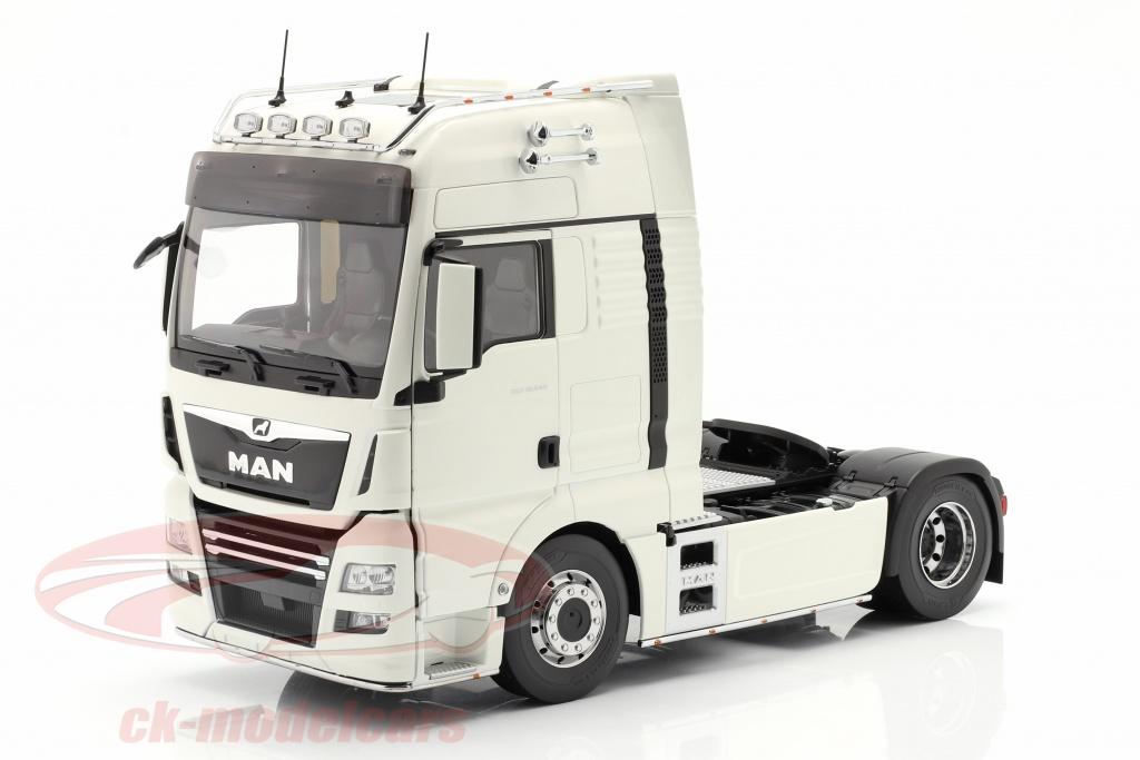 premium-classixxs-1-18-man-tgx-xxl-sattelzugmaschine-baujahr-2018-weiss-pcl30201/