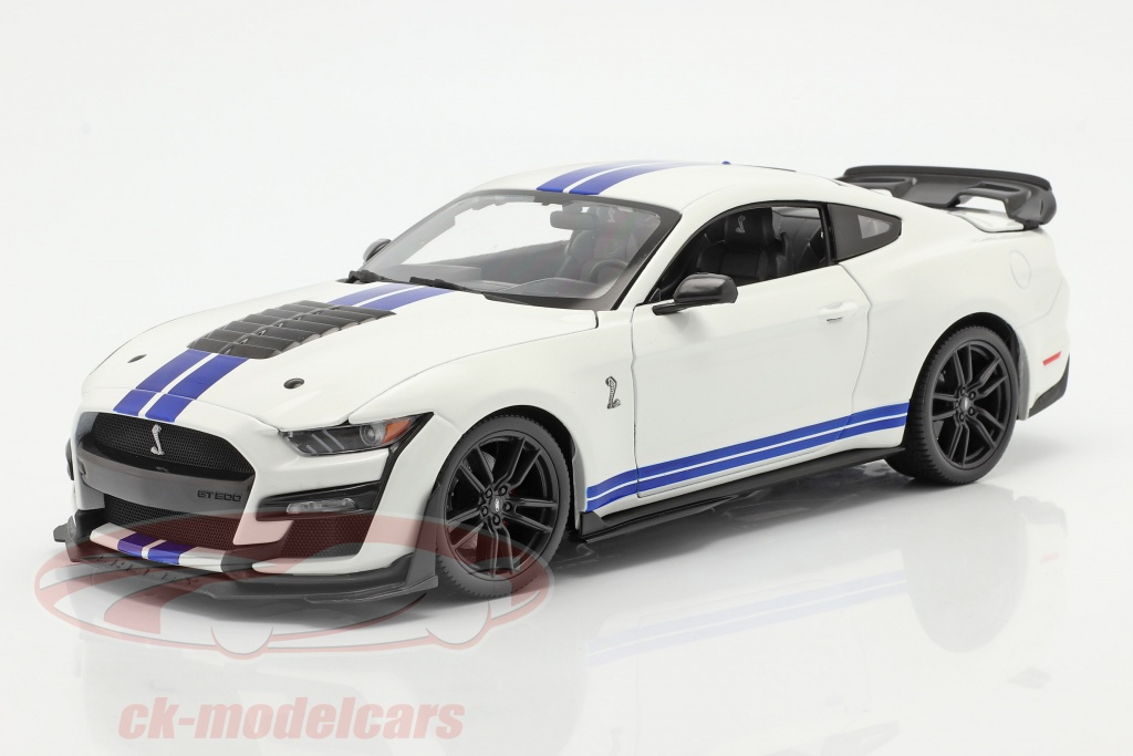 maisto-1-18-ford-mustang-shelby-gt500-year-2020-white-with-blue-stripes-31452/
