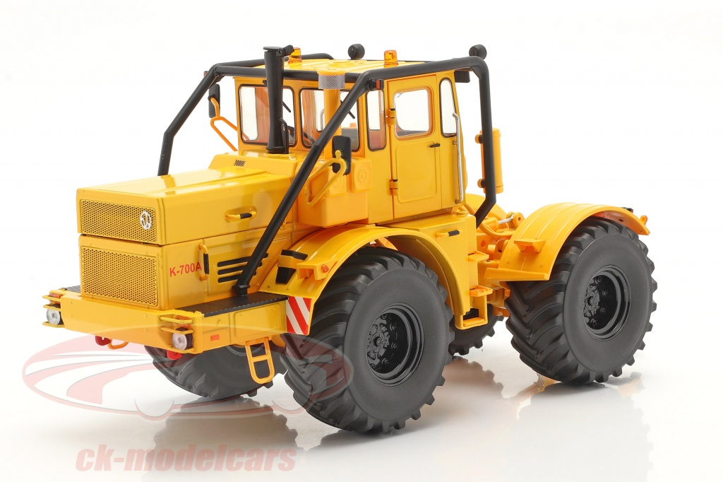 schuco-1-32-kirovets-k-700-a-traktor-bygger-1962-75-gul-450784400/