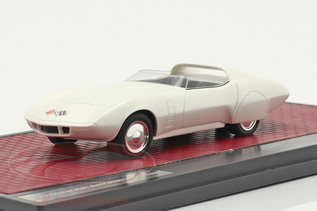 matrix-1-43-chevrolet-astrovette-concept-car-1968-branco-mx50302-061/