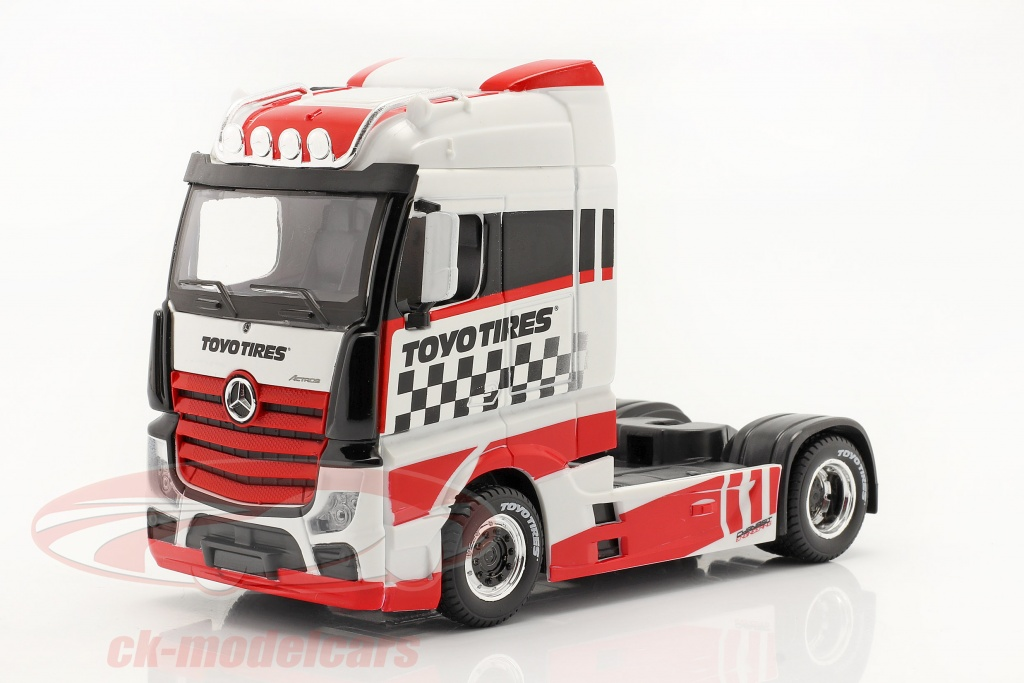bburago-1-43-mercedes-benz-actros-gigaspace-4x2-truck-white-red-18-32201/