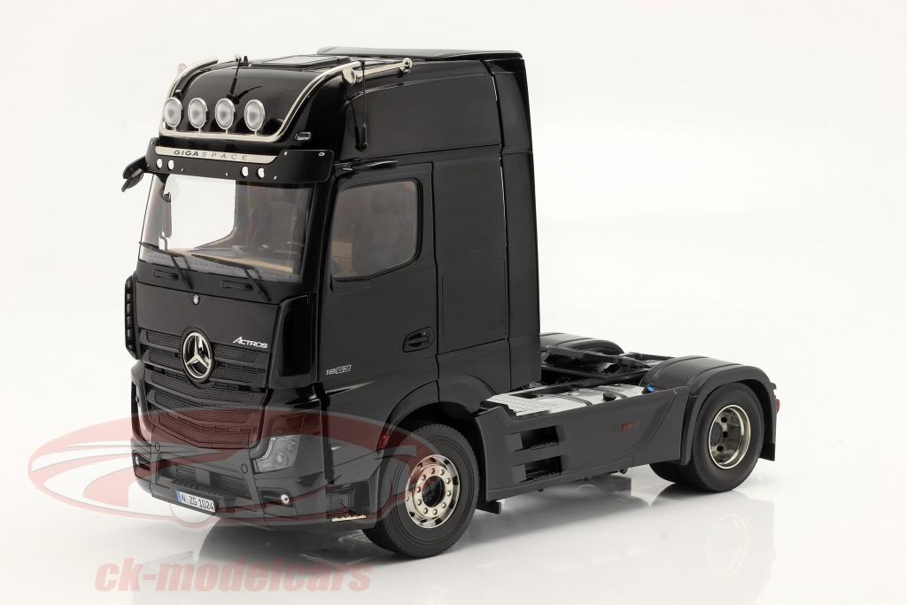 nzg-1-18-mercedes-benz-actros-gigaspace-4x2-szm-schwarz-ohne-mercedes-design-1024-50-lm10240050/