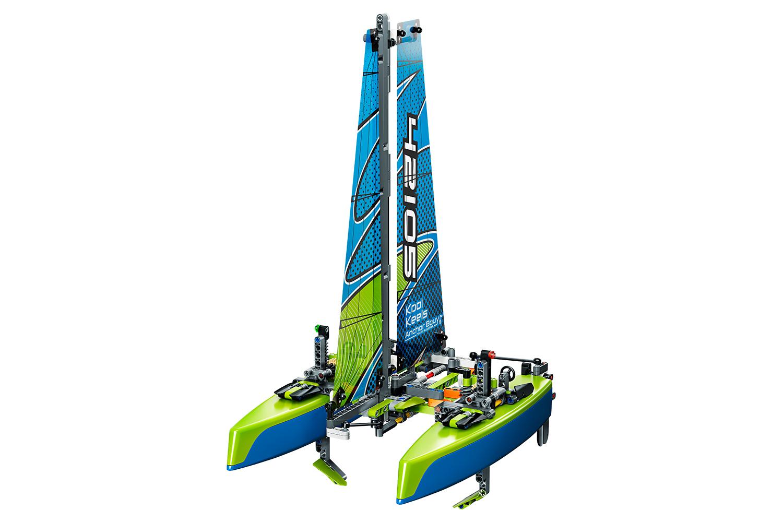 lego-technic-katamaran-42105/