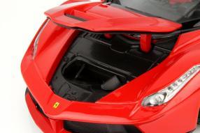 Vorne offen: Modell Ferrari LaFerrari von Hot Wheels in 1:18