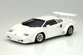 Lamborghini Countach AutoArt im Maßstab 1:18