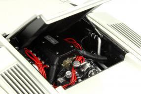 Motor Lamborghini Countach AutoArt im Maßstab 1:18