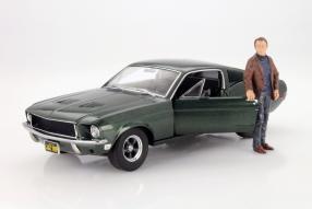 "Steve McQueen in ""Bullit"" mit Mustang Fastback"