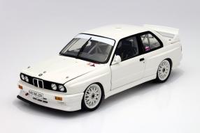 BMW M3 Plain Body 1992 Maßstab 1:18