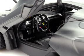 model car Ferrari LaFerrari scale 1:18