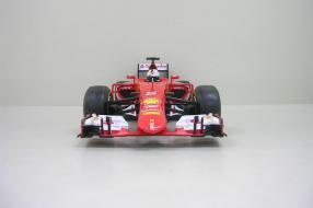 Ferrari SF15-T als Modellauto Vettel im Maßstab 1:18