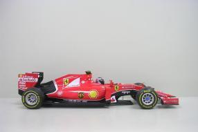 Ferrari SF15-T als Modellauto Räikkönen im Maßstab 1:18
