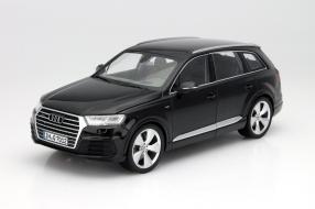 Audi Q7 neu Maßstab 1:18 von Minichamps