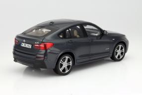 BMW X4 als Modellauto im Maßstab 1:18