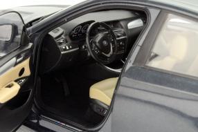 Neuer BMW X4 als Modellauto von Paragon in 1:18