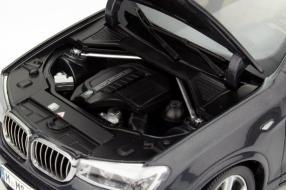 Modellauto neuer BMW X4 im Maßstab 1:18 von Paragon
