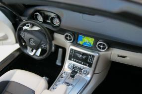Minichamps Mercedes-Benz SLS AMG Roadster Maßstab 1:18