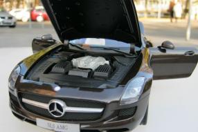 Modell Mercedes-Benz SLS AMG R 198 Maßstab 1:18
