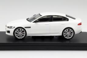 Modellauto Jaguar XE R-Sport 2015 im Maßstab 1:43