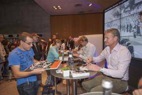 Autogrammstunde mit David Coulthard (rts.)