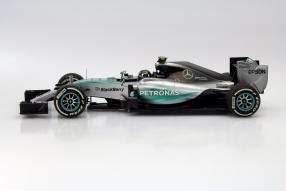 model car Minichamps Formel 1 Lewis Hamilton scale 1:18