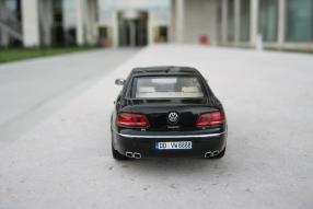 Minichamps Modellauto VW Phaeton Maßstab 1:43
