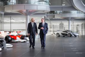 Sajid Javid (lks.) bei McLaren Automotive Ltd.