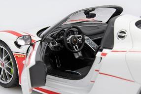 Minichamps Porsche 918 Weissach Package Maßstab 1:18