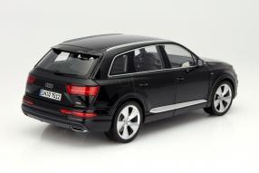 model car Audi Q7 scale 1:18