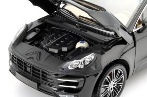 Minichamps Porsche Macan Turbo 1:18