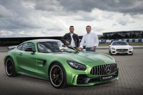 Lewis Hamilton und der neue Mercedes-AMG GT R