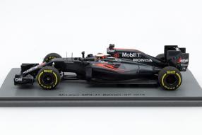 model car McLaren MP4-31 scale 1:43