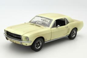 Ford Mustang I The Walking Dead 1:18