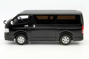Modellauto Toyota Hiace Maßstab 1:18