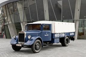 model car Mercedes-Benz Renntransporter LO 2750 1934 Maßstab 1:18