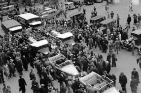 Mercedes-Benz LO 2750 auf Stuttgarter Marktplatz 1934