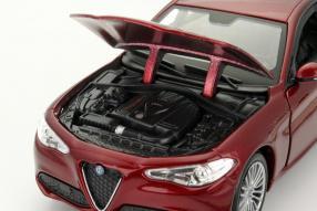 modelcars Alfa Romeo Giulia 1:24 bburago
